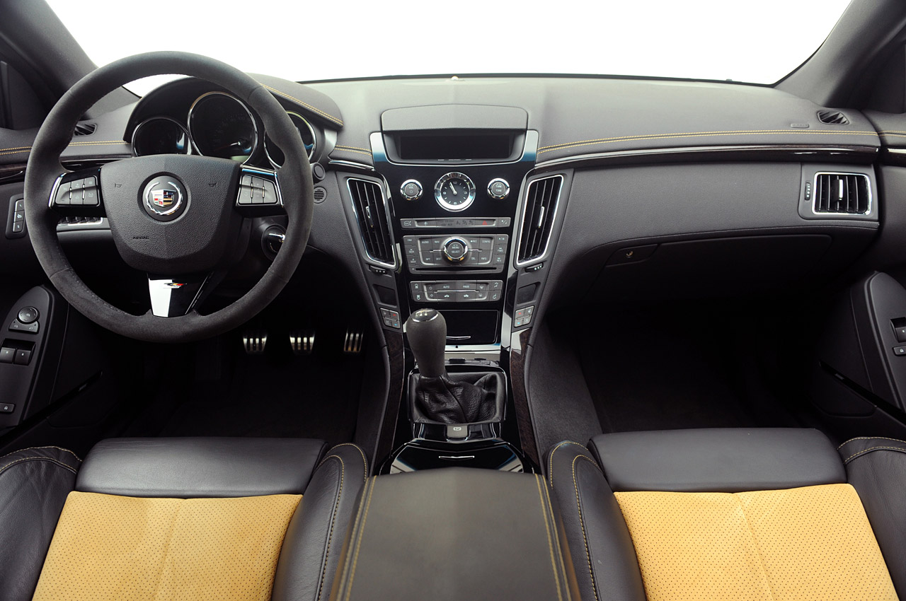Cadillac CTS Coupe interior #2