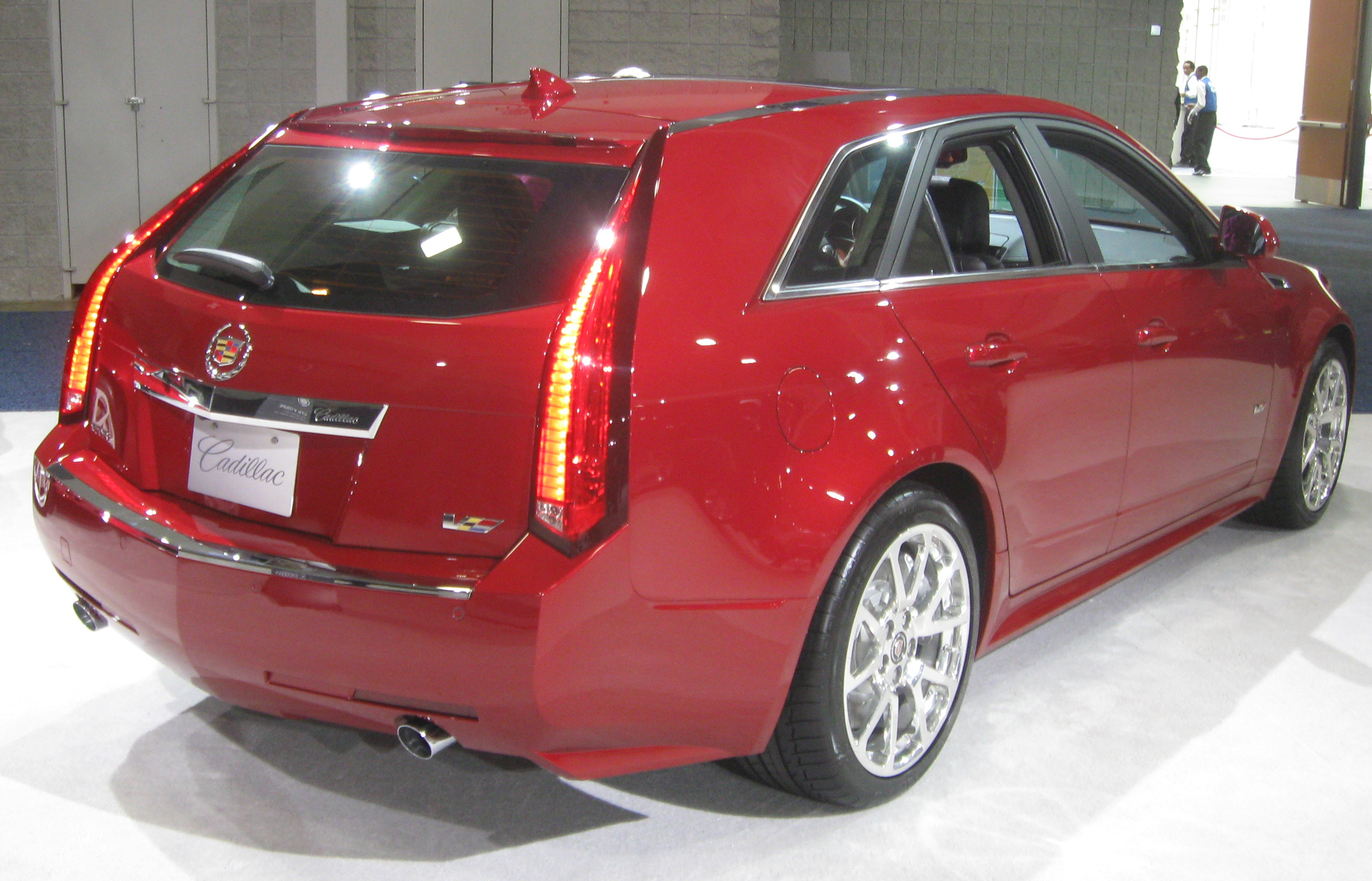 Cadillac CTS-V Wagon red #4