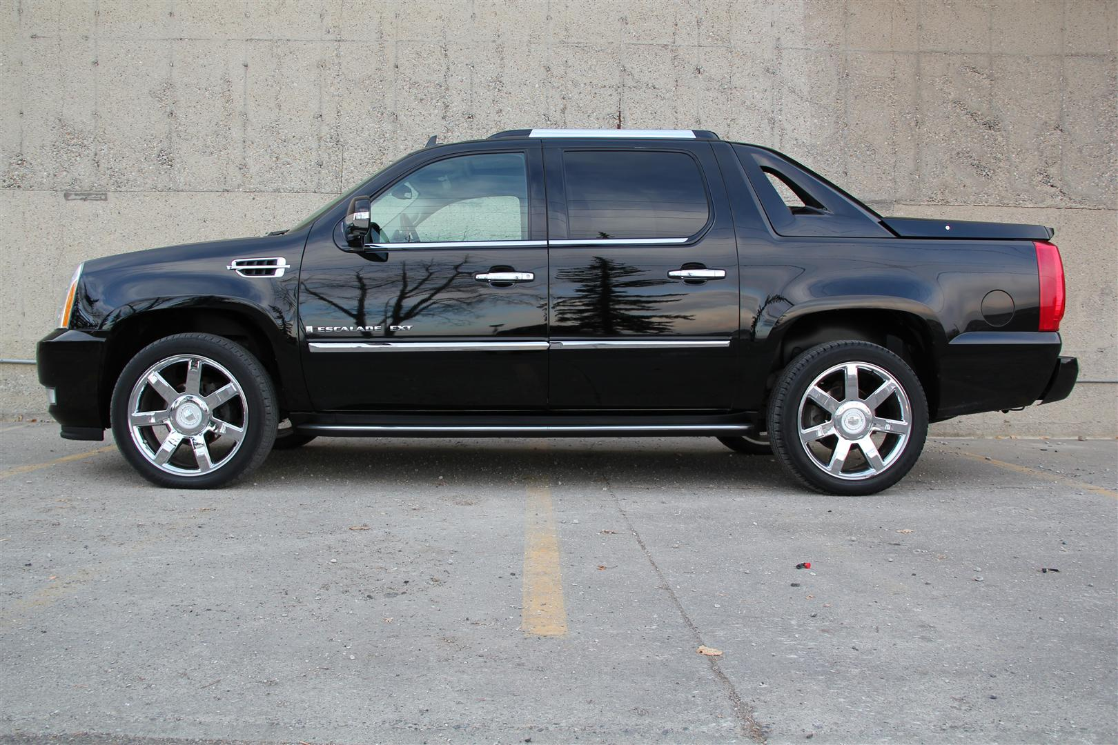 Cadillac Escalade EXT black #1