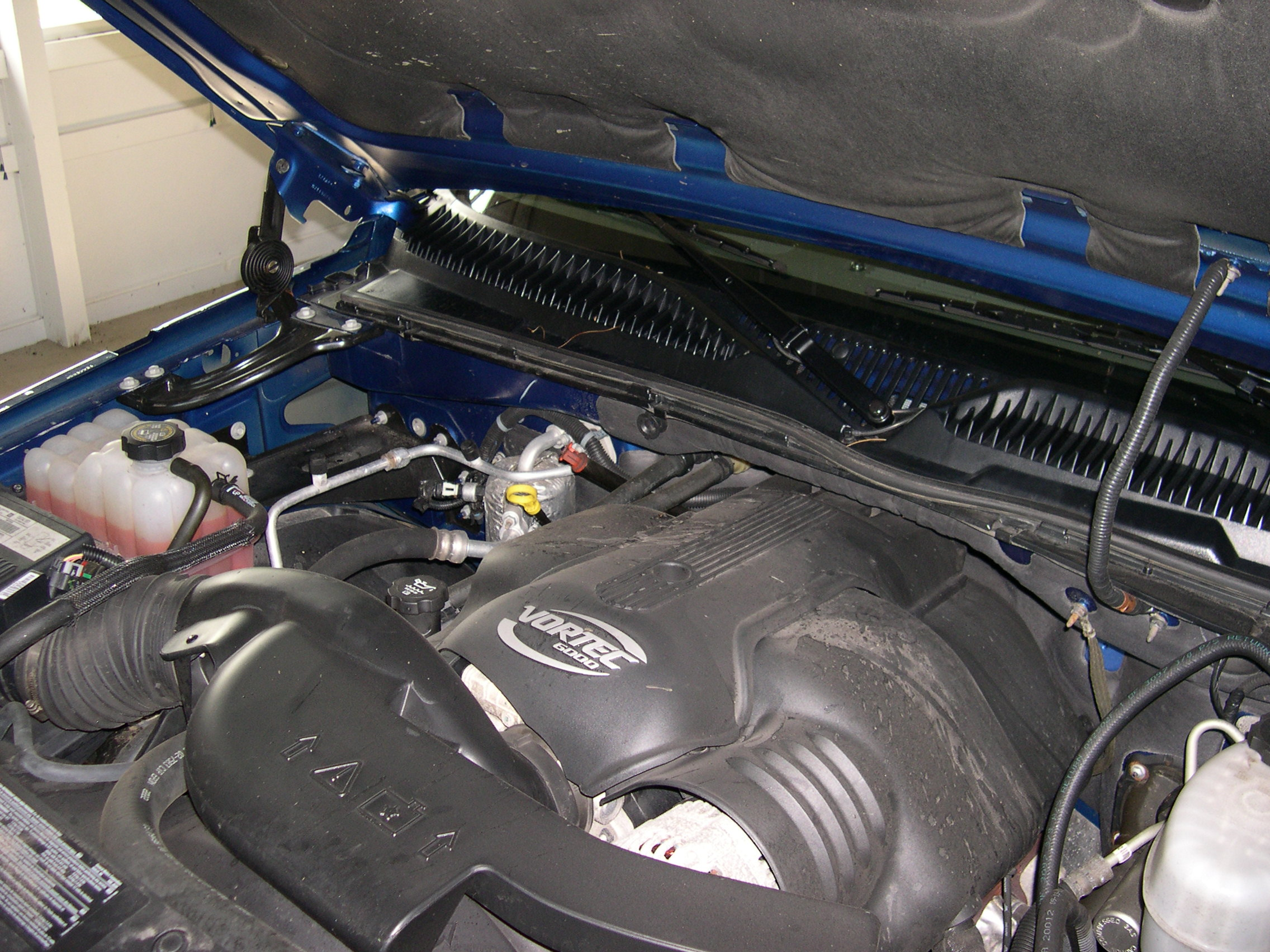 Cadillac Escalade EXT engine #1