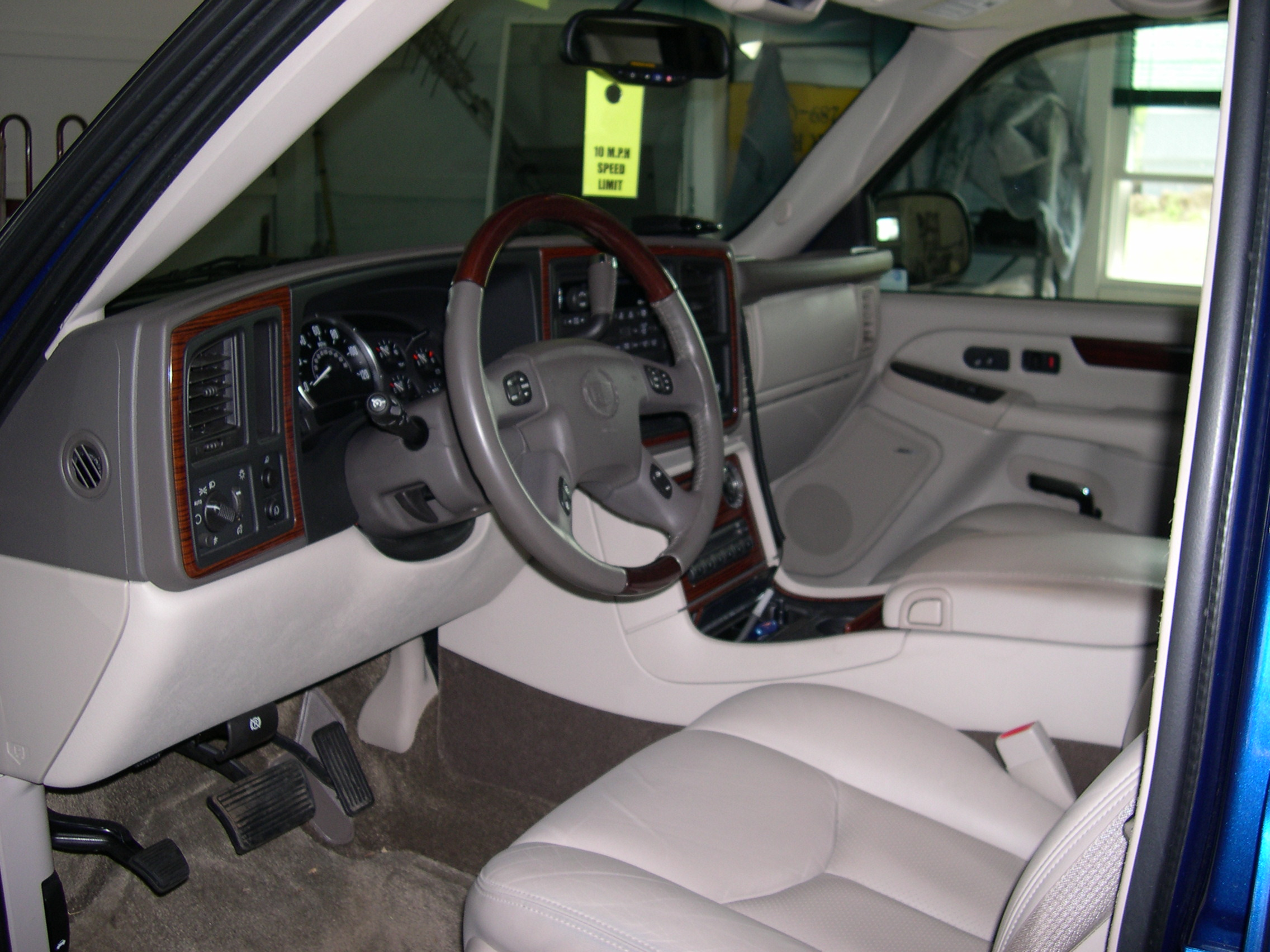 Cadillac Escalade EXT interior #4