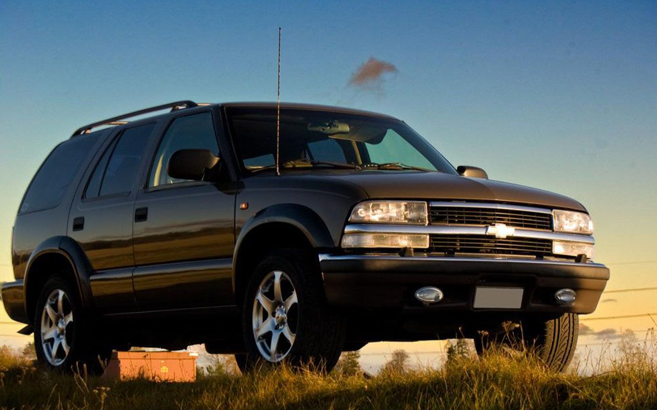 Chevrolet Blazer black #3