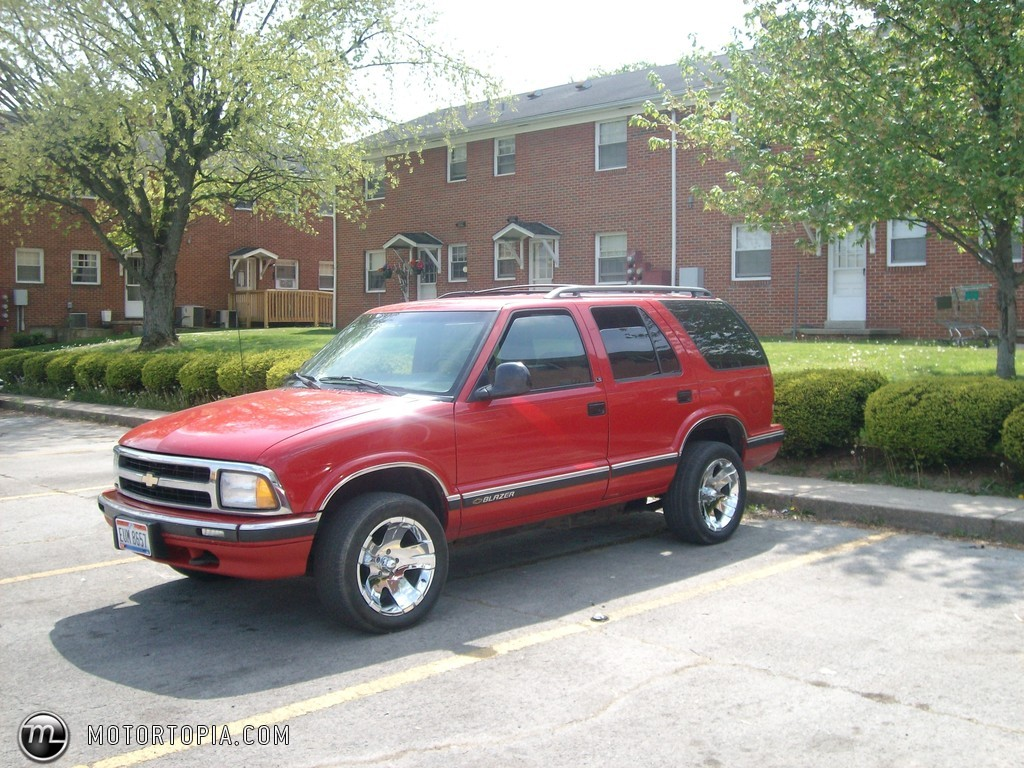 Chevrolet Blazer red #3