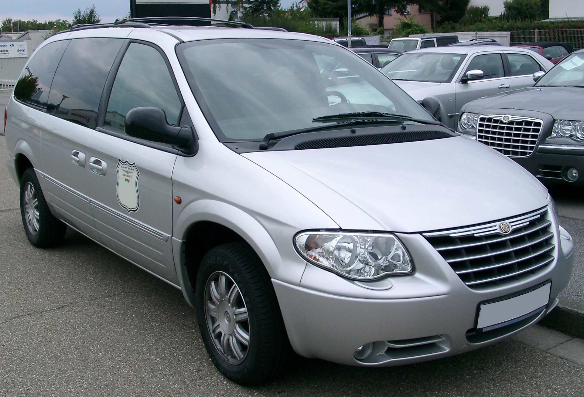 Chrysler Grand Voyager white #1