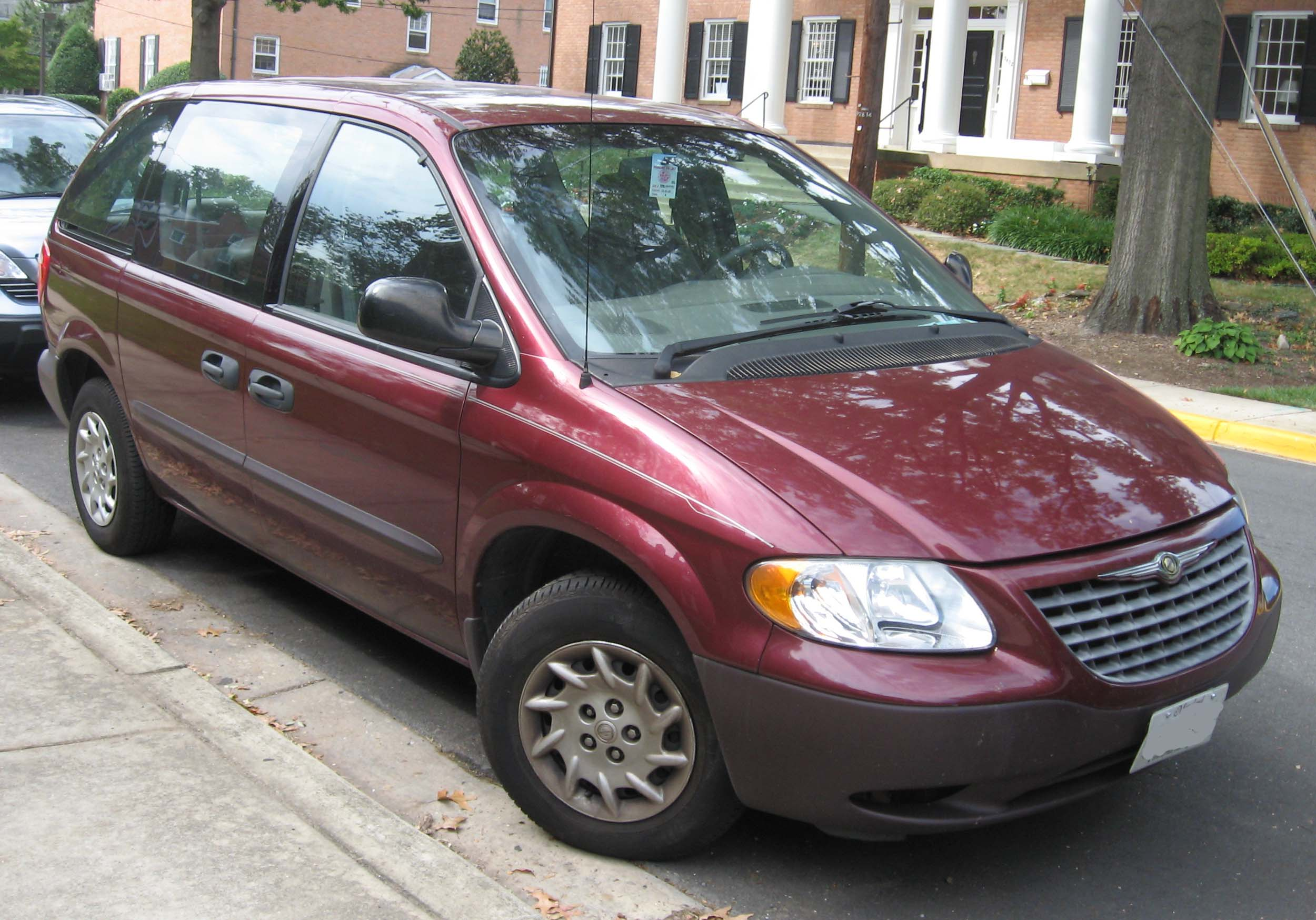 Chrysler Voyager red #2