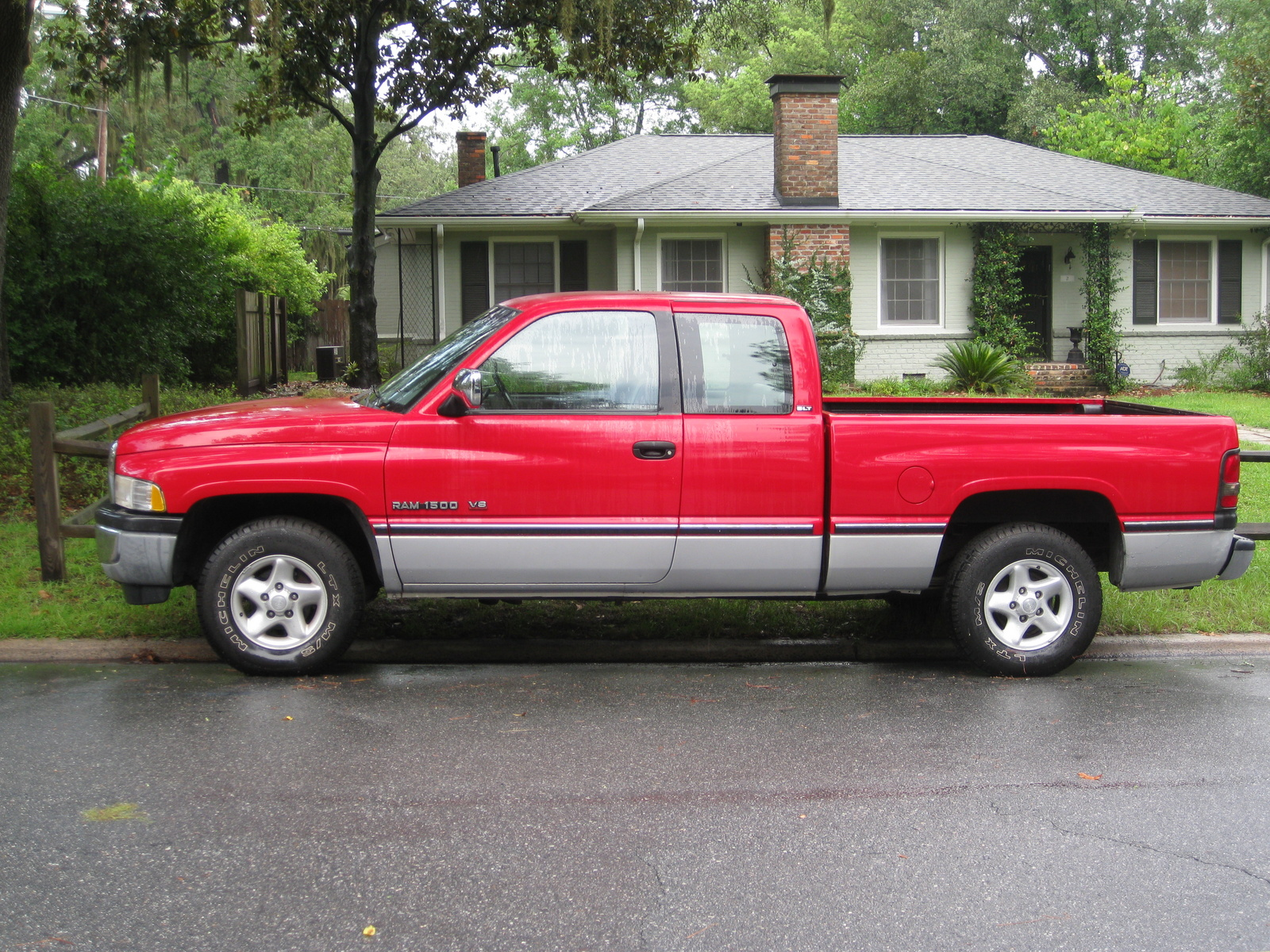 Dodge Ram Pickup 1500 red #2