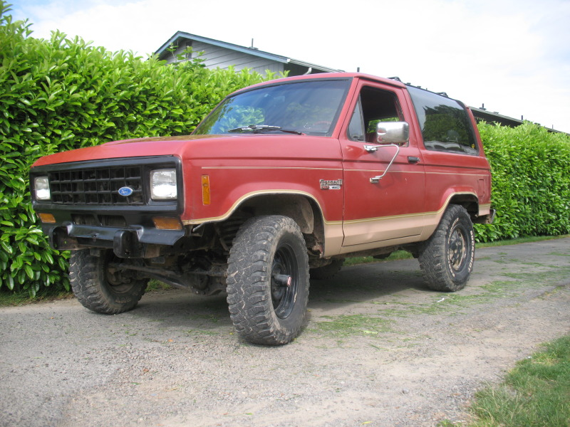 Ford Bronco II red #3