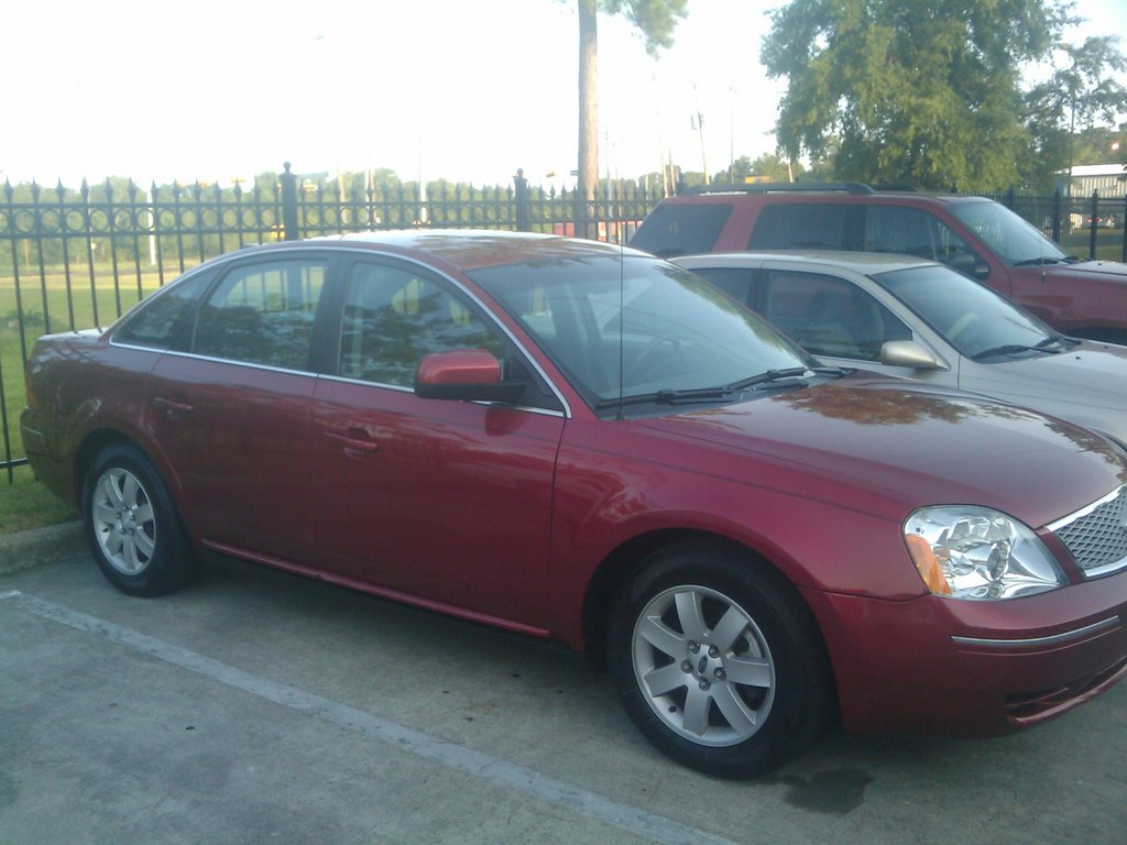 Ford Five Hundred red #1