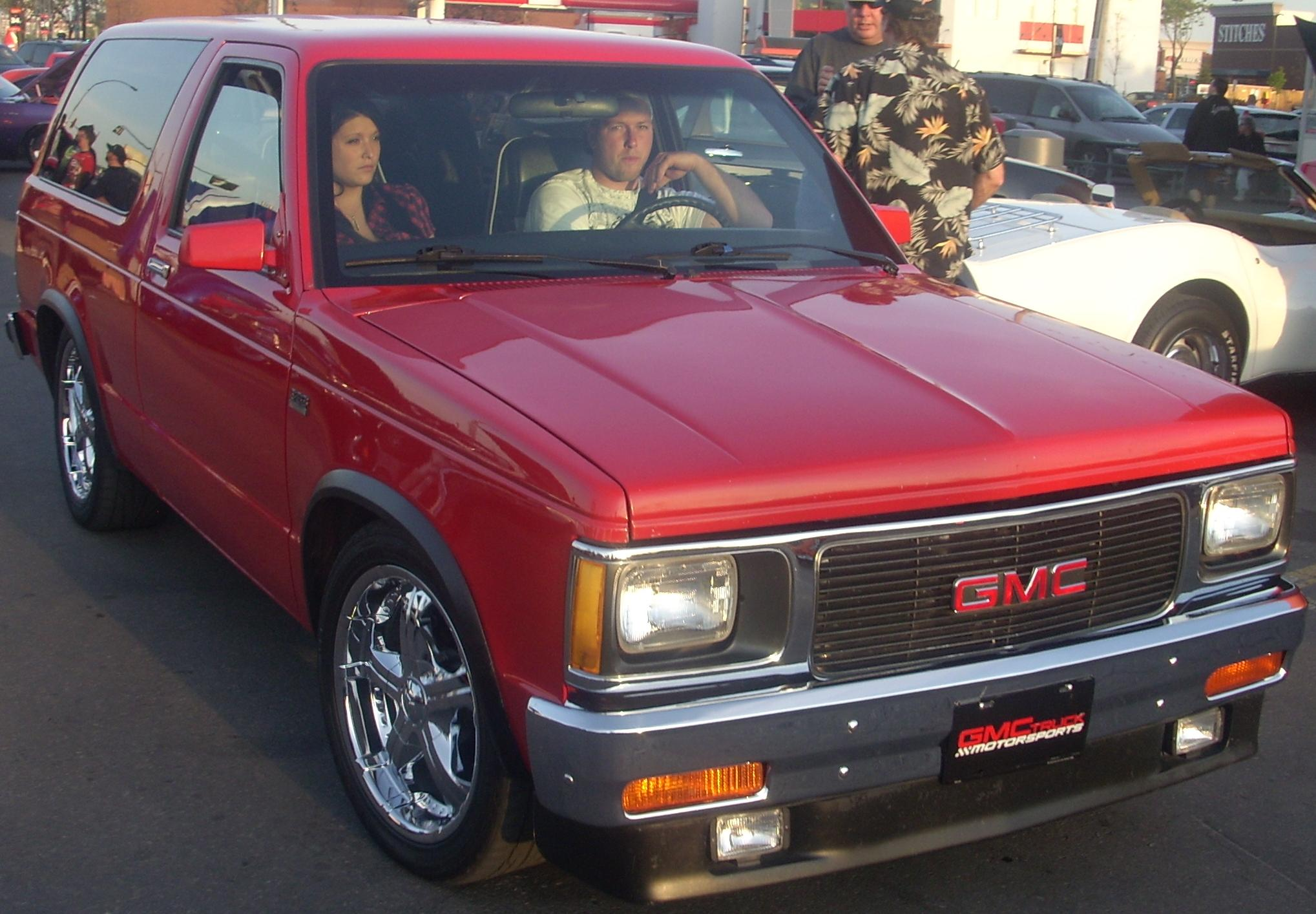 GMC S-15 Jimmy red #4