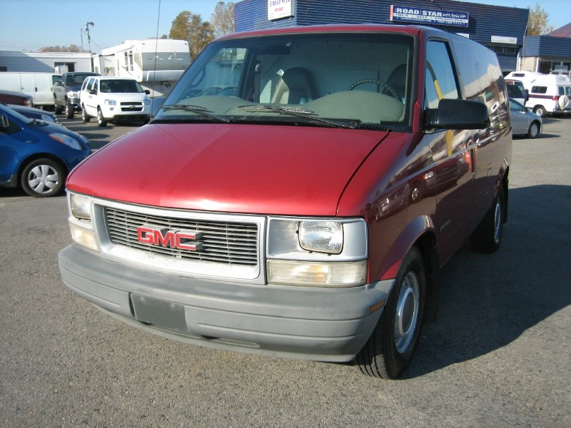 GMC Safari Cargo red #4