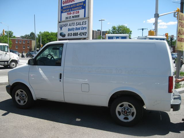 GMC Safari Cargo white #4