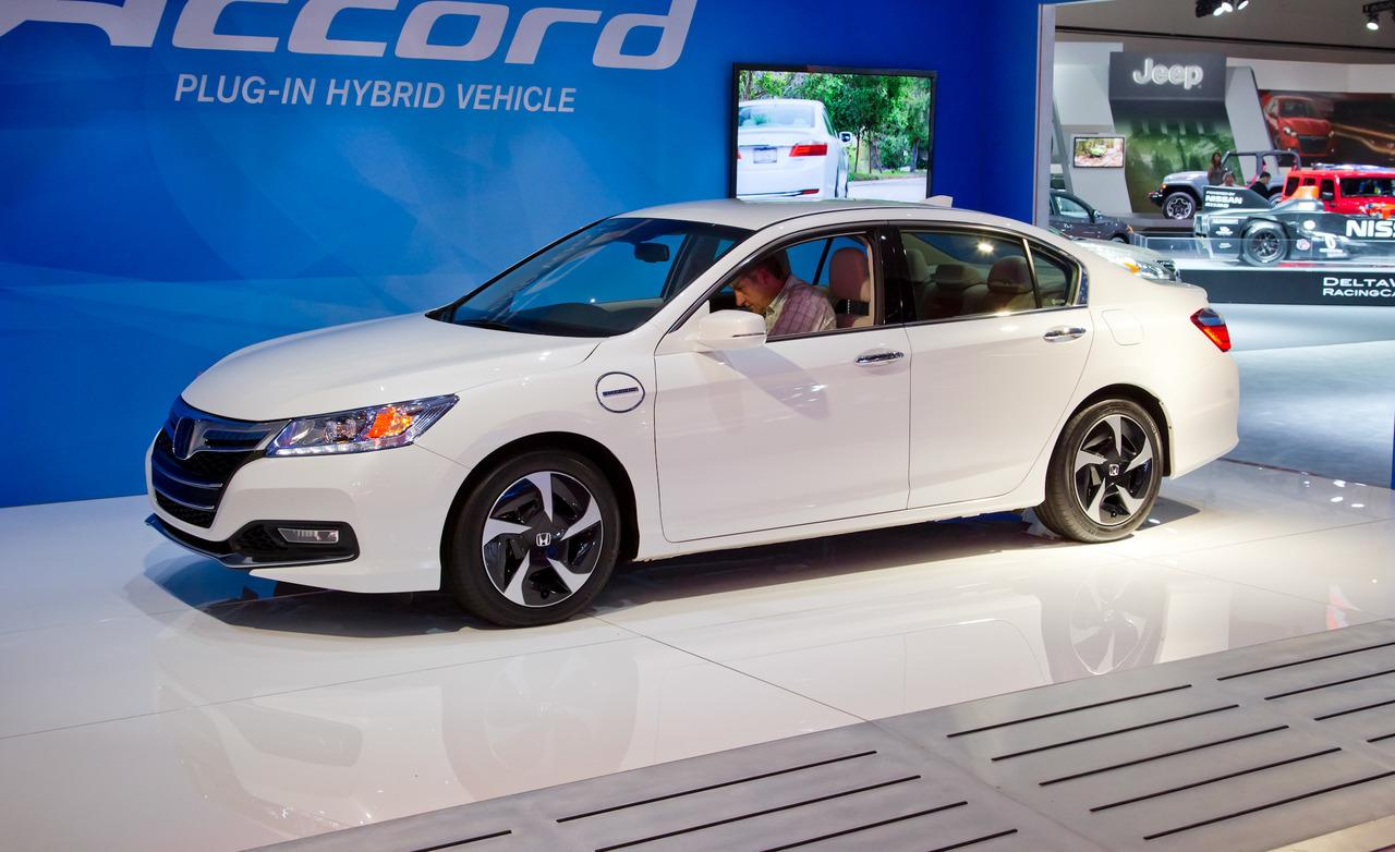Honda Accord Plug-In Hybrid white #2