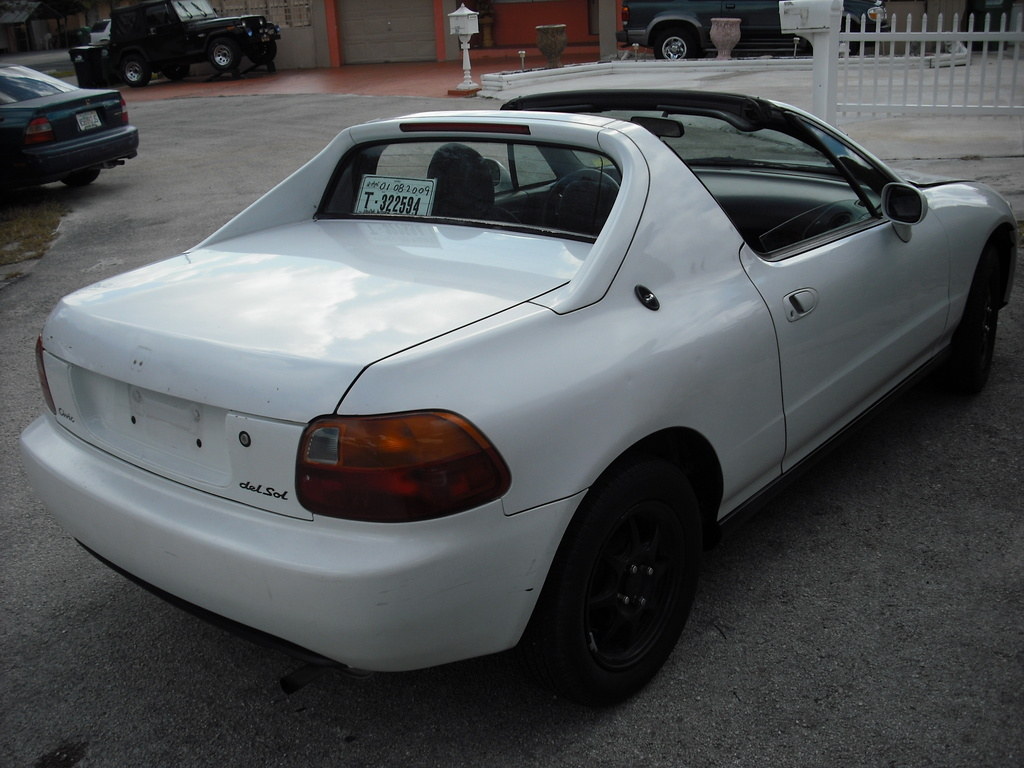 Honda Civic del Sol white #4