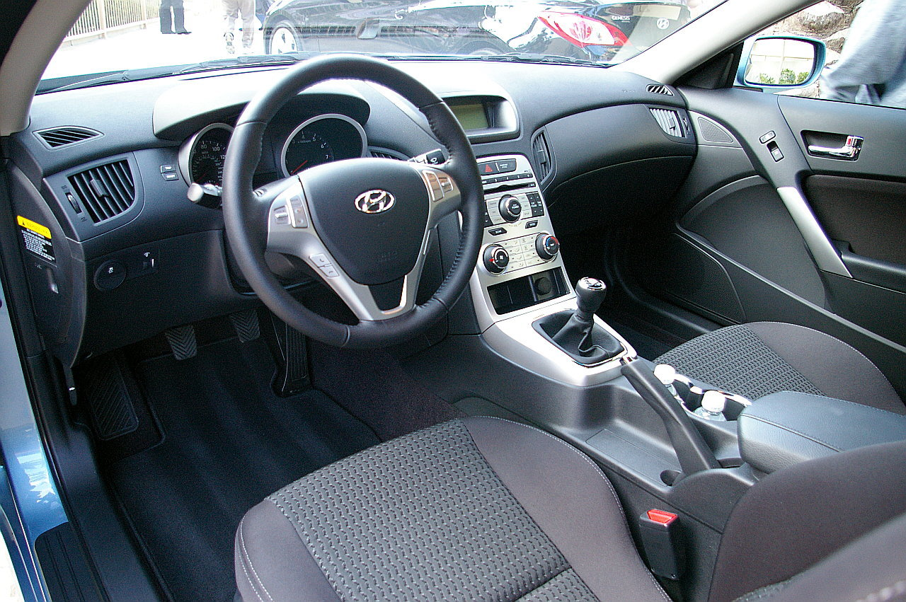 Infiniti G37 Coupe interior #4