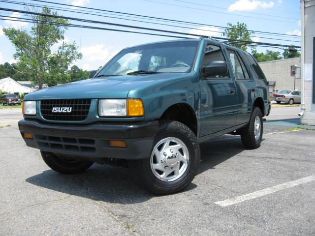 Isuzu Rodeo Sport engine #1
