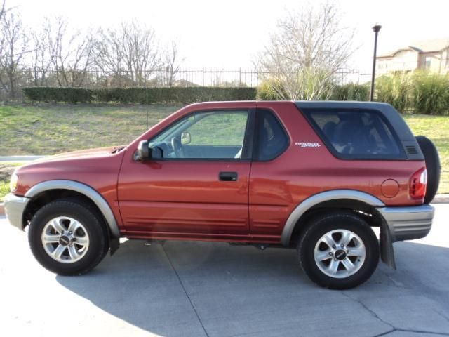 Isuzu Rodeo Sport red #4