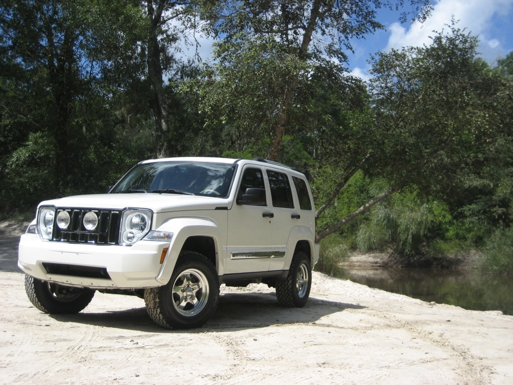Jeep Liberty white #2