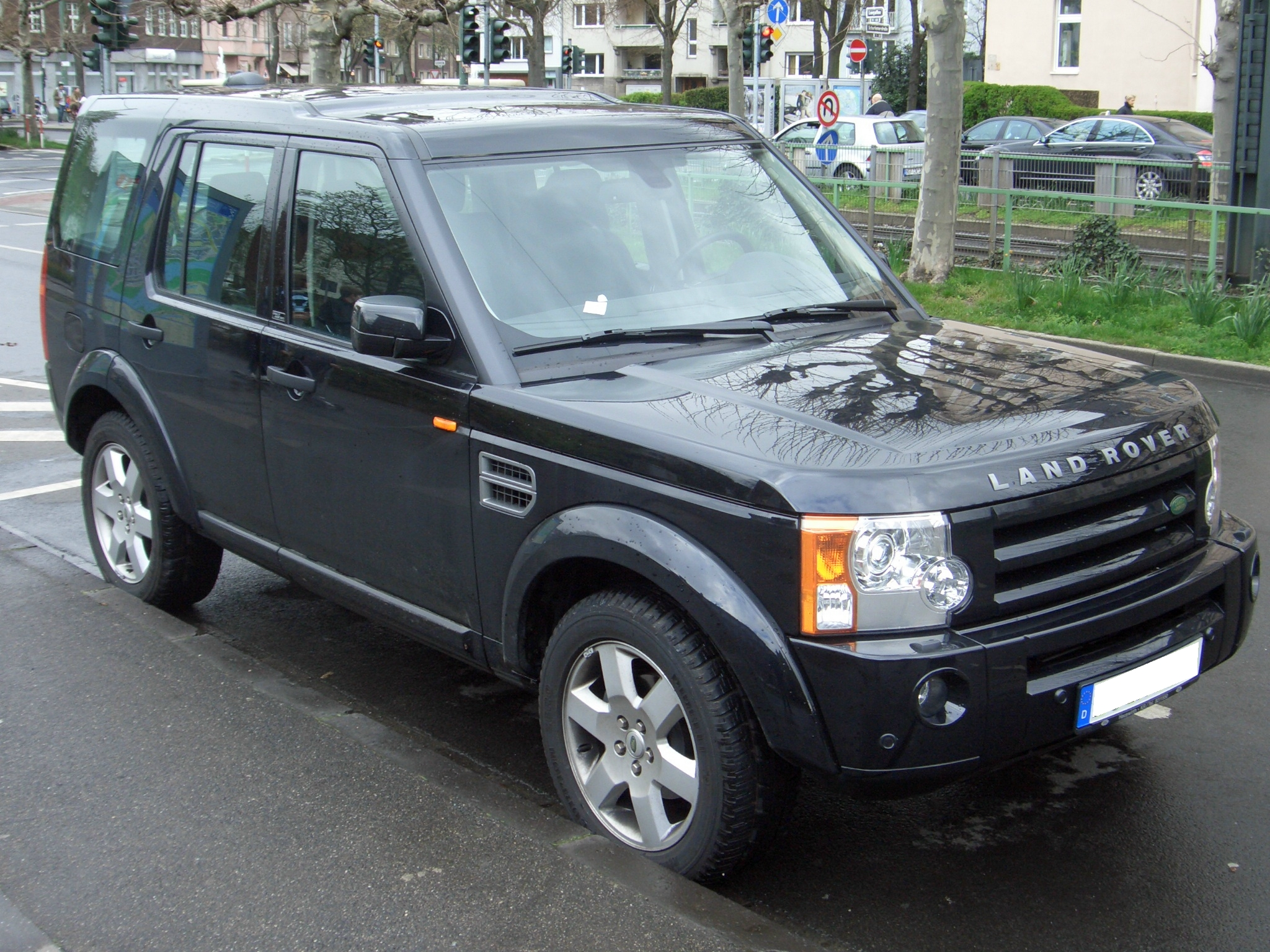 Land Rover Discovery black #2