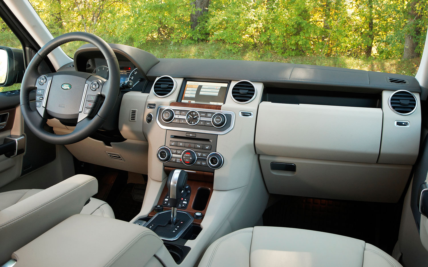 Land Rover Discovery interior #3