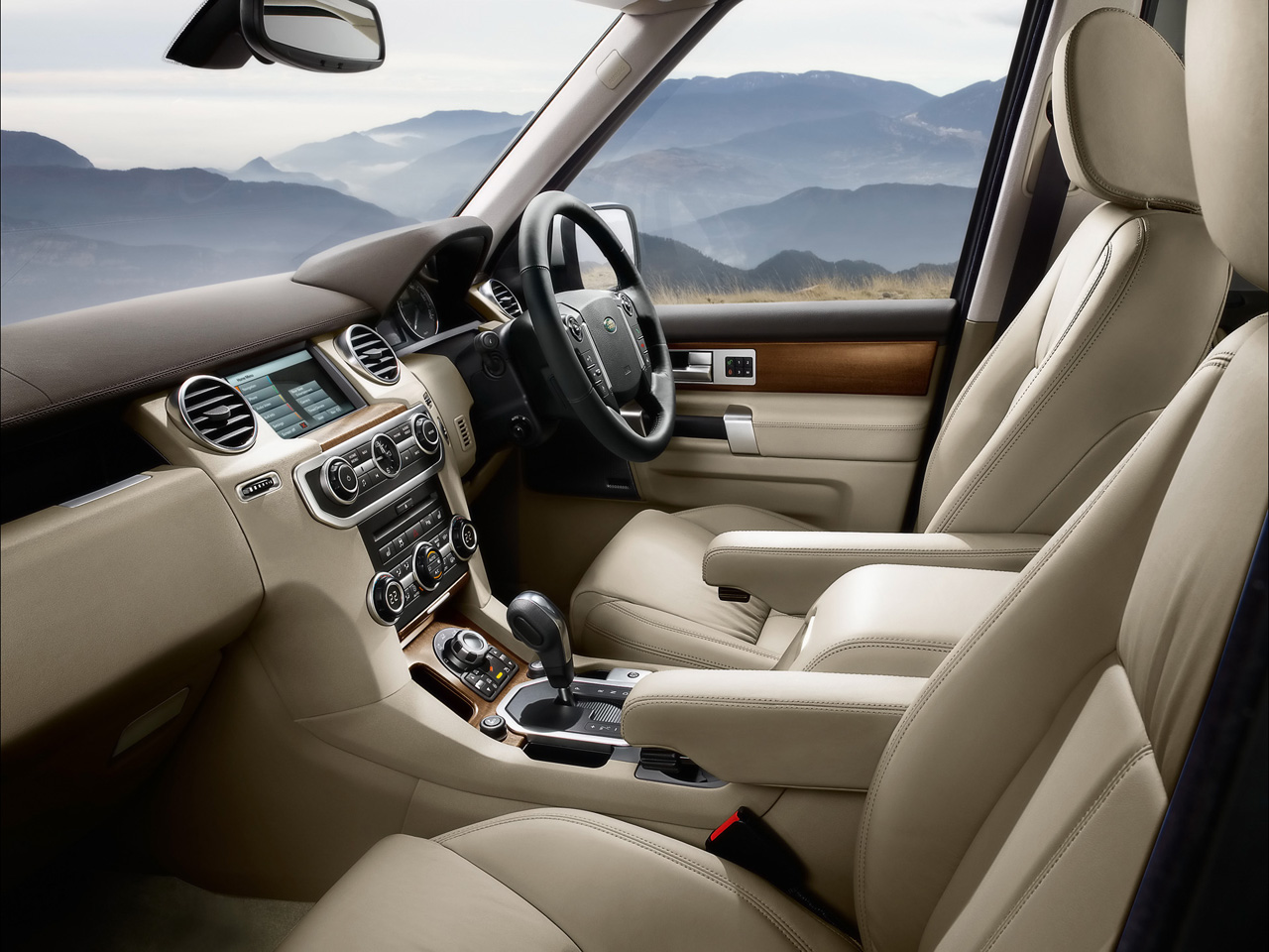 Land Rover Discovery interior #4