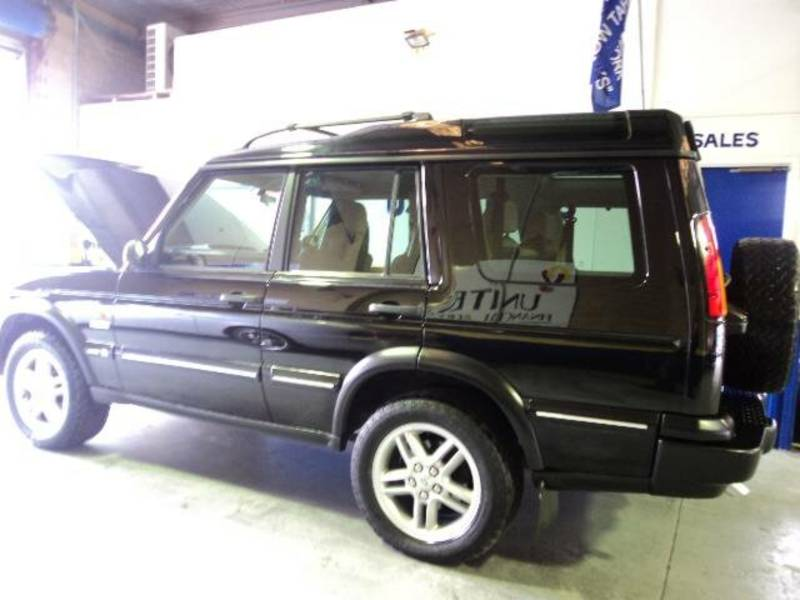 Land Rover Discovery Series II black #4