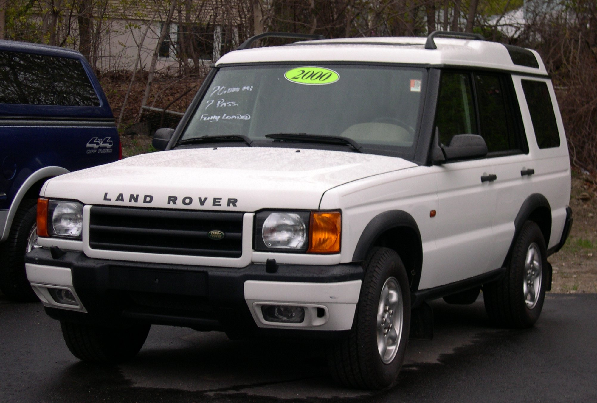 Land Rover Discovery white #3