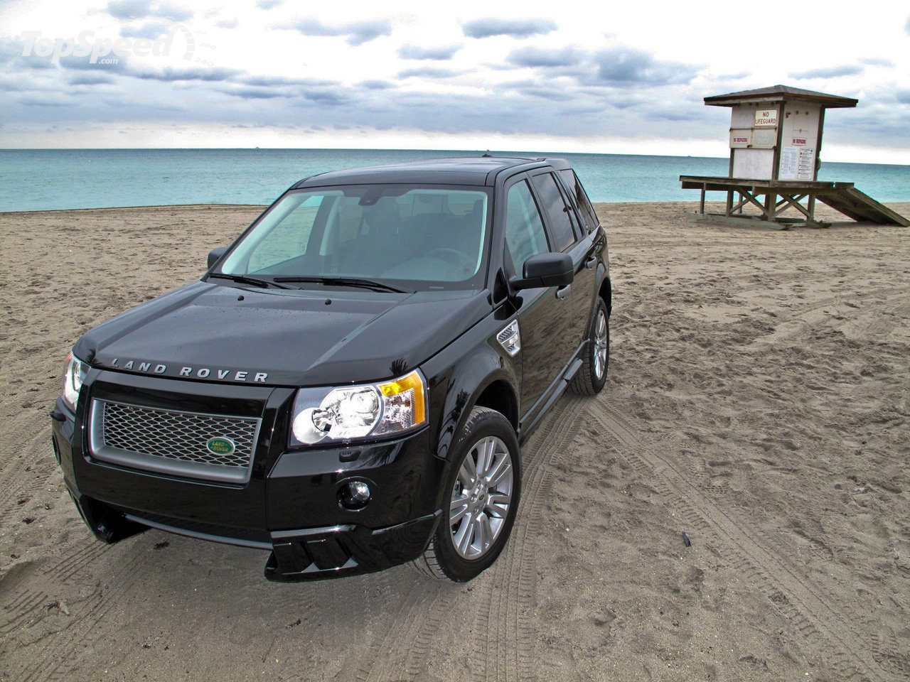 Land Rover LR2 black #1