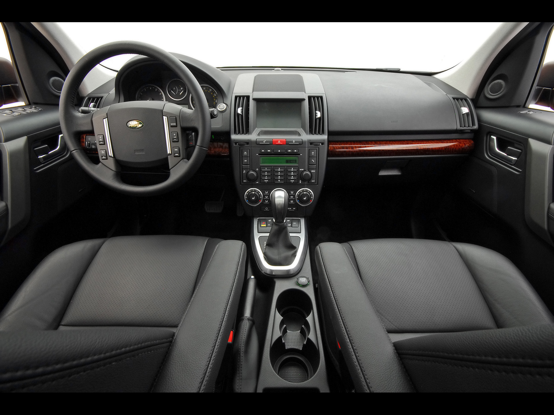 Land Rover LR2 interior #3