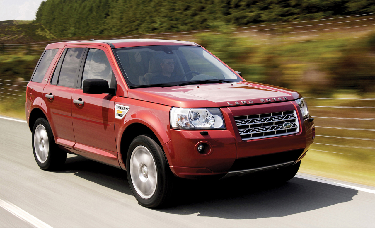 Land Rover LR2 red #2