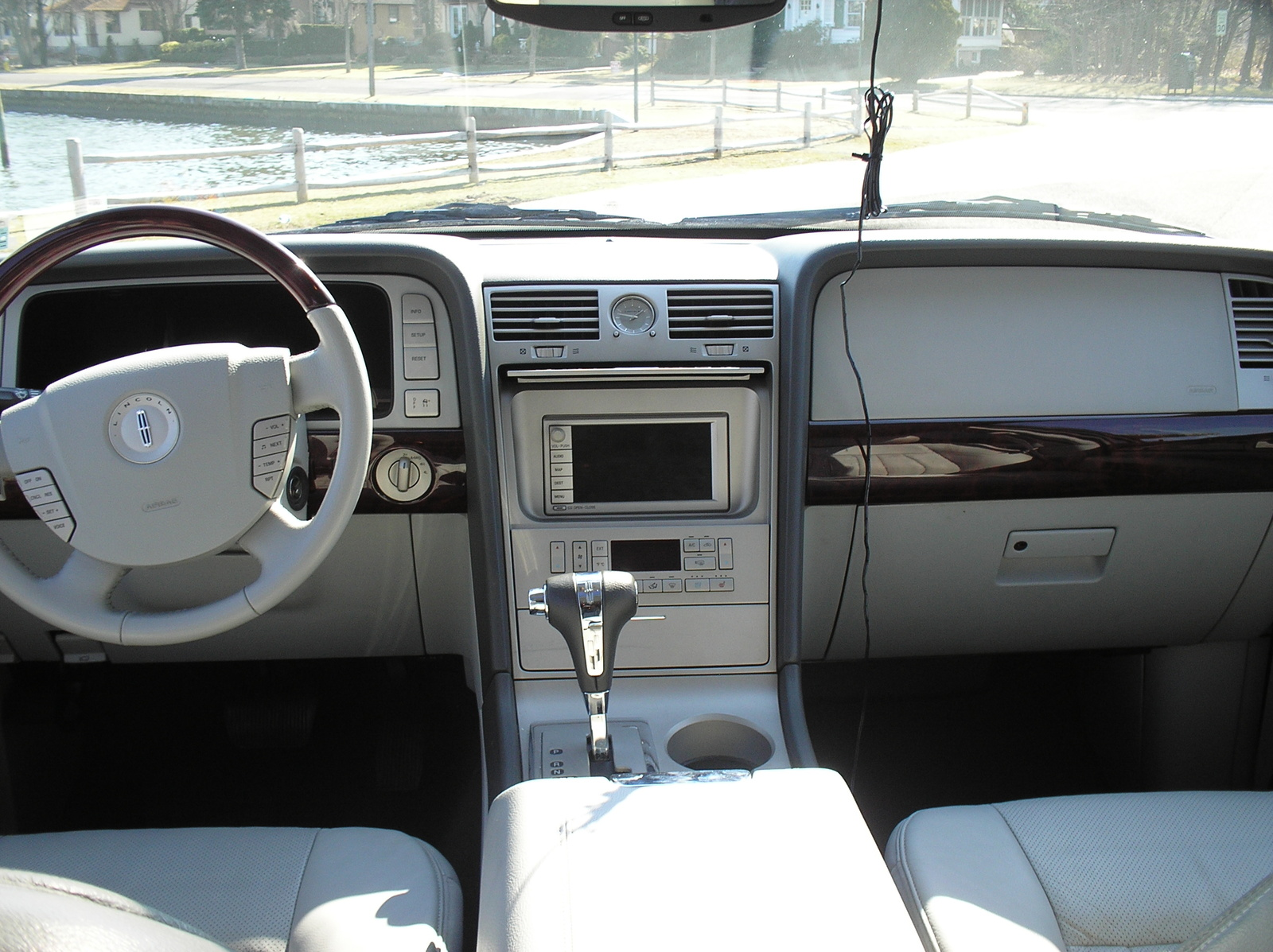 Lincoln Aviator interior #2