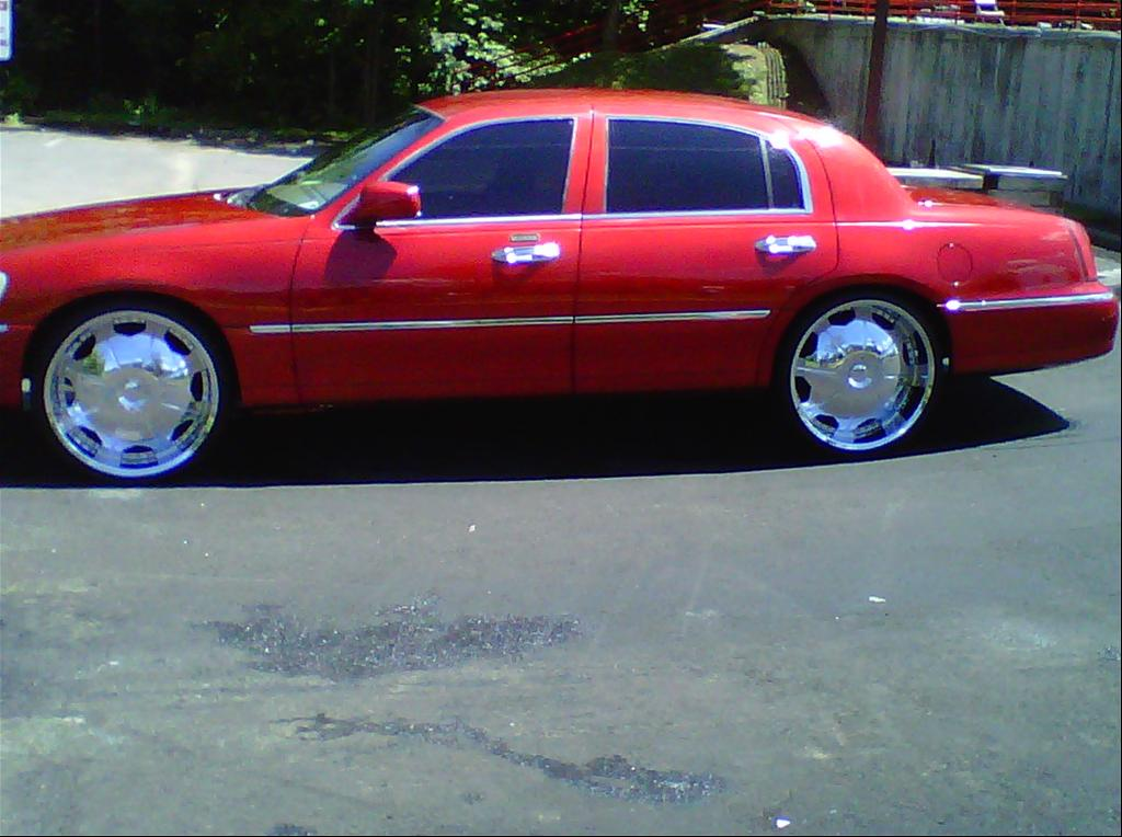 Lincoln Town Car red #3
