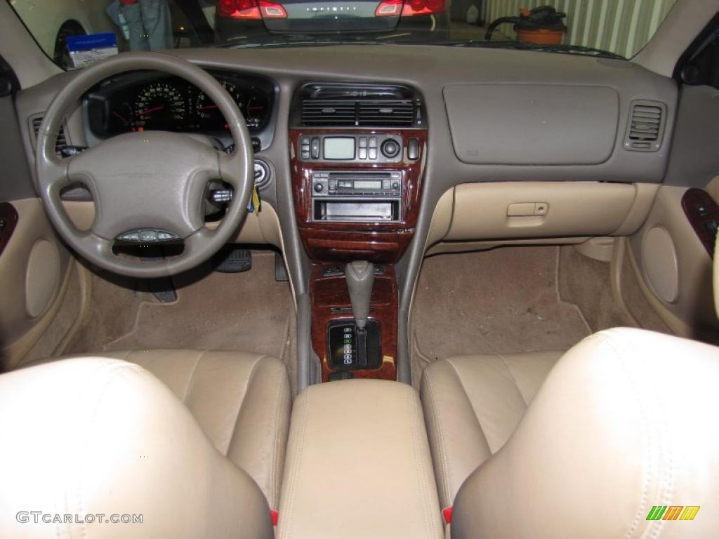 Mitsubishi Diamante interior #4