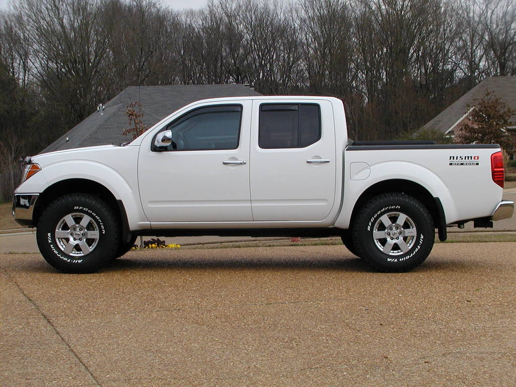 Nissan Frontier white #2
