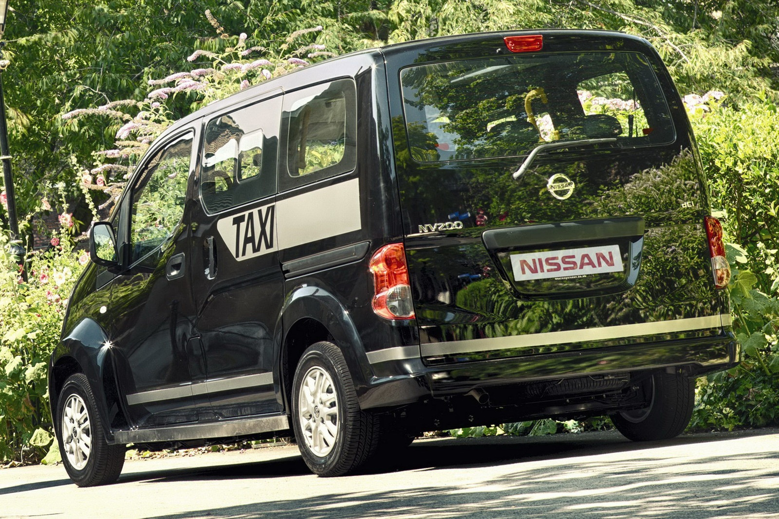 Nissan NV200 black #1