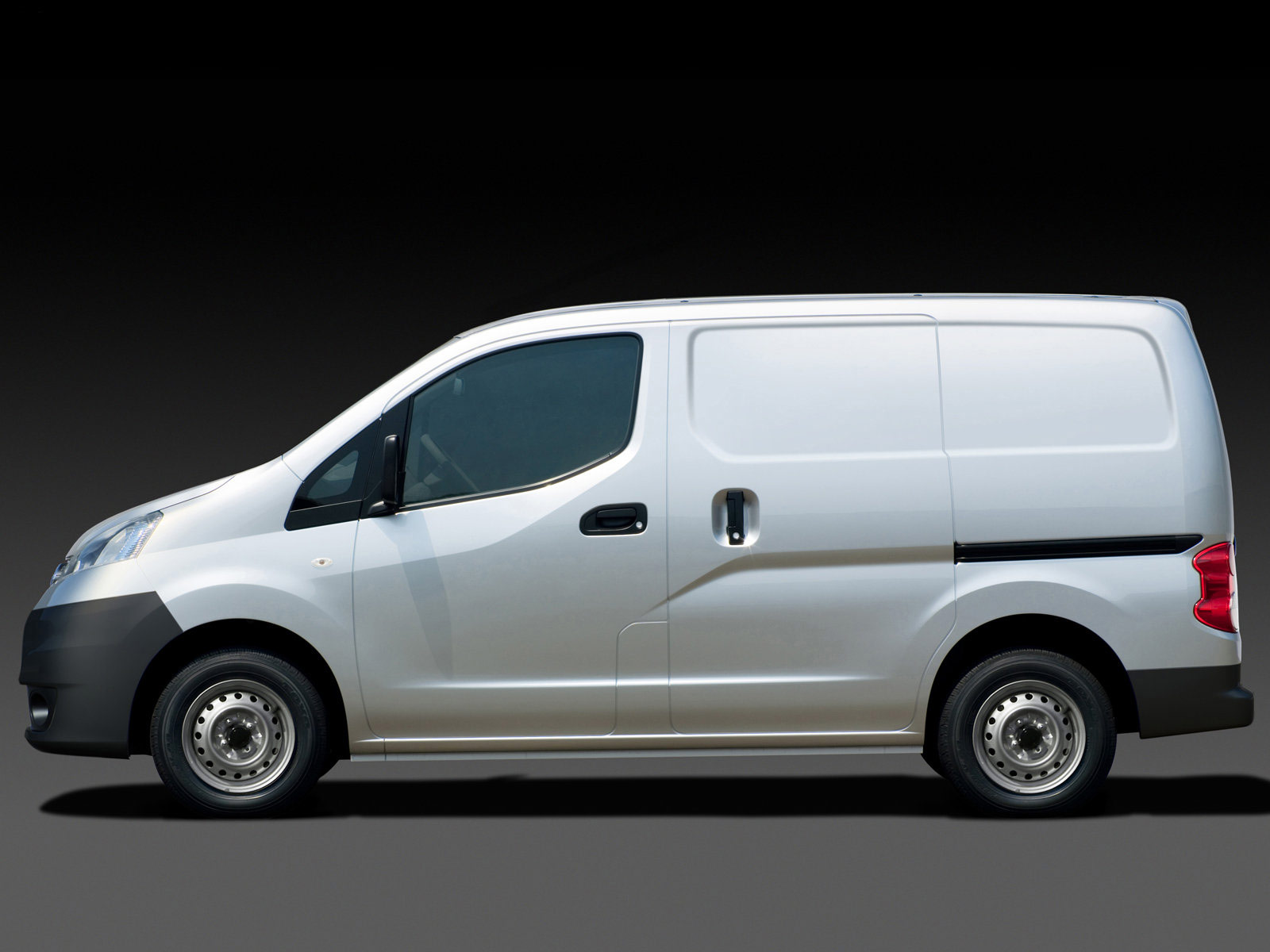 Nissan NV200 white #3