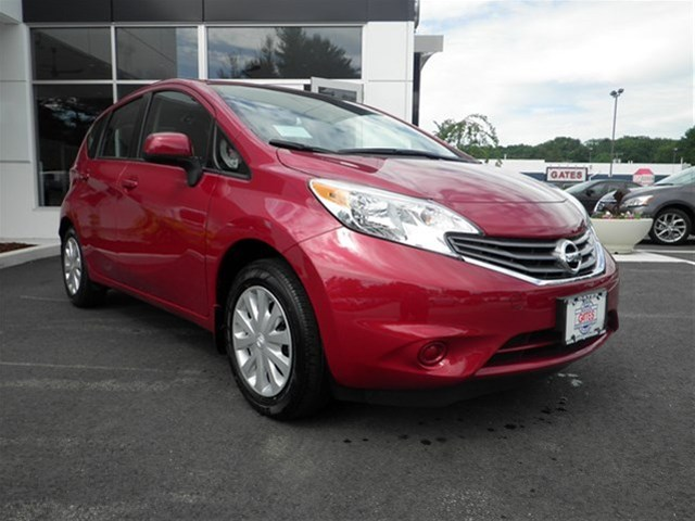 Nissan Versa Note red #2