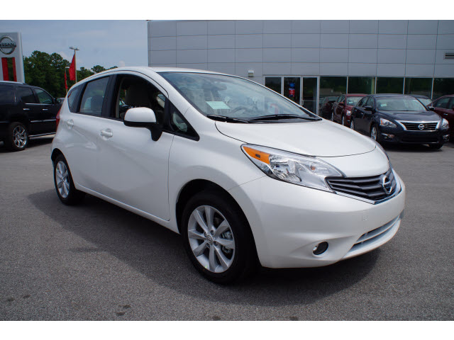Nissan Versa Note white #3