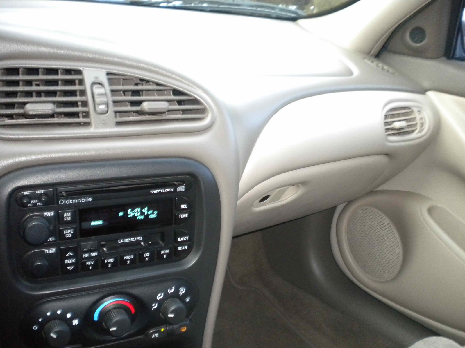 Oldsmobile Alero interior #1