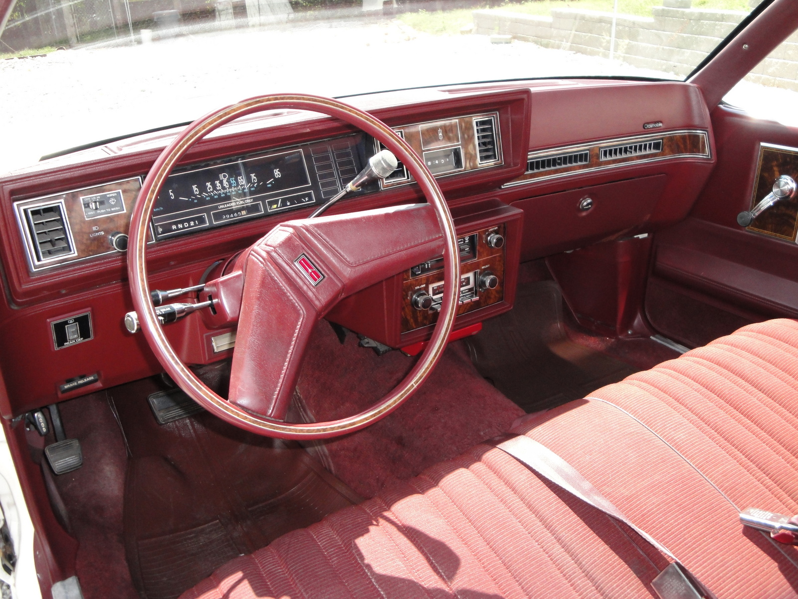 Oldsmobile Cutlass Supreme interior #4