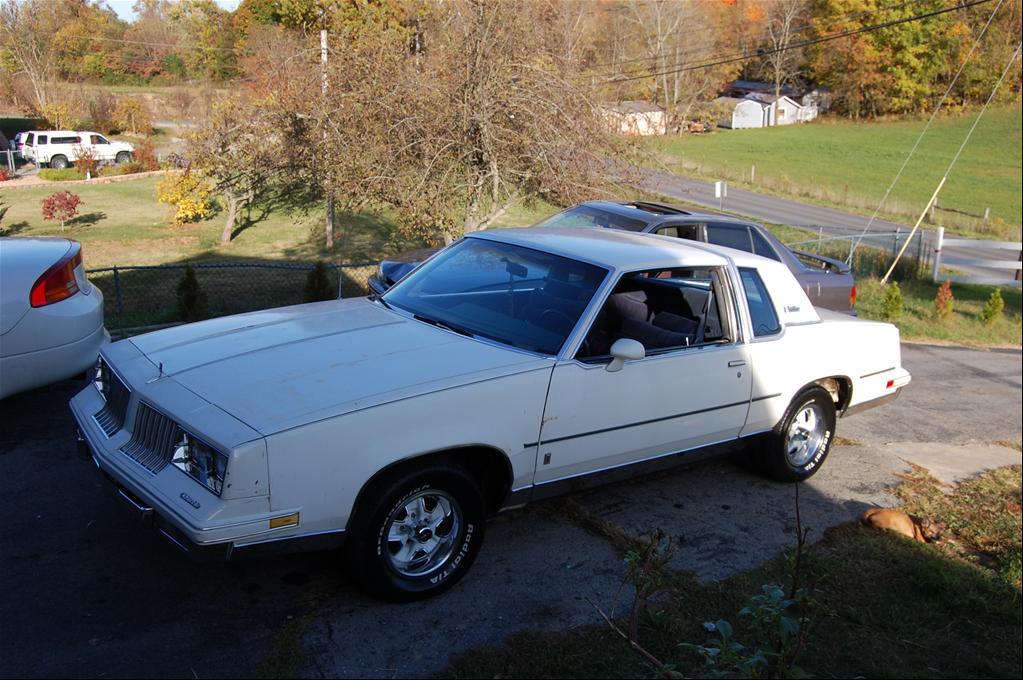 Oldsmobile Cutlass Supreme white #2