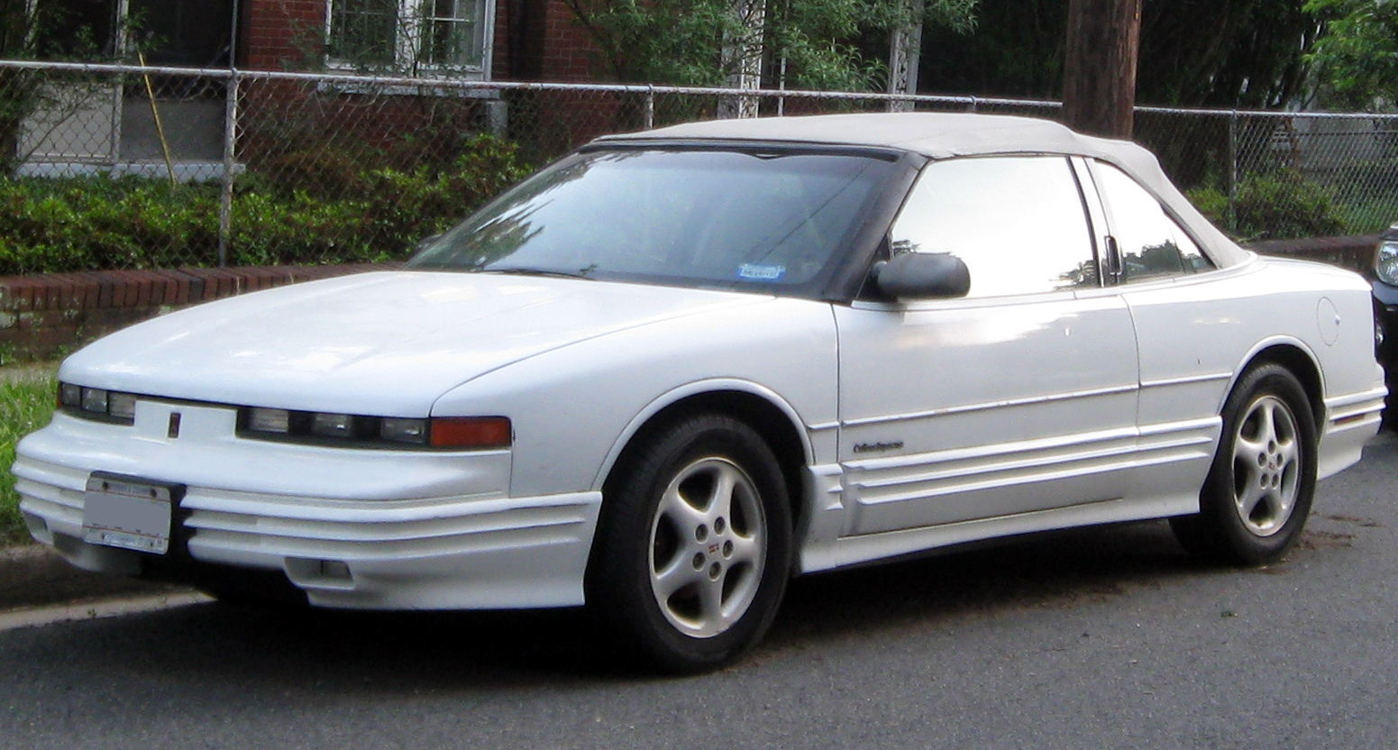 Oldsmobile Cutlass Supreme white #4