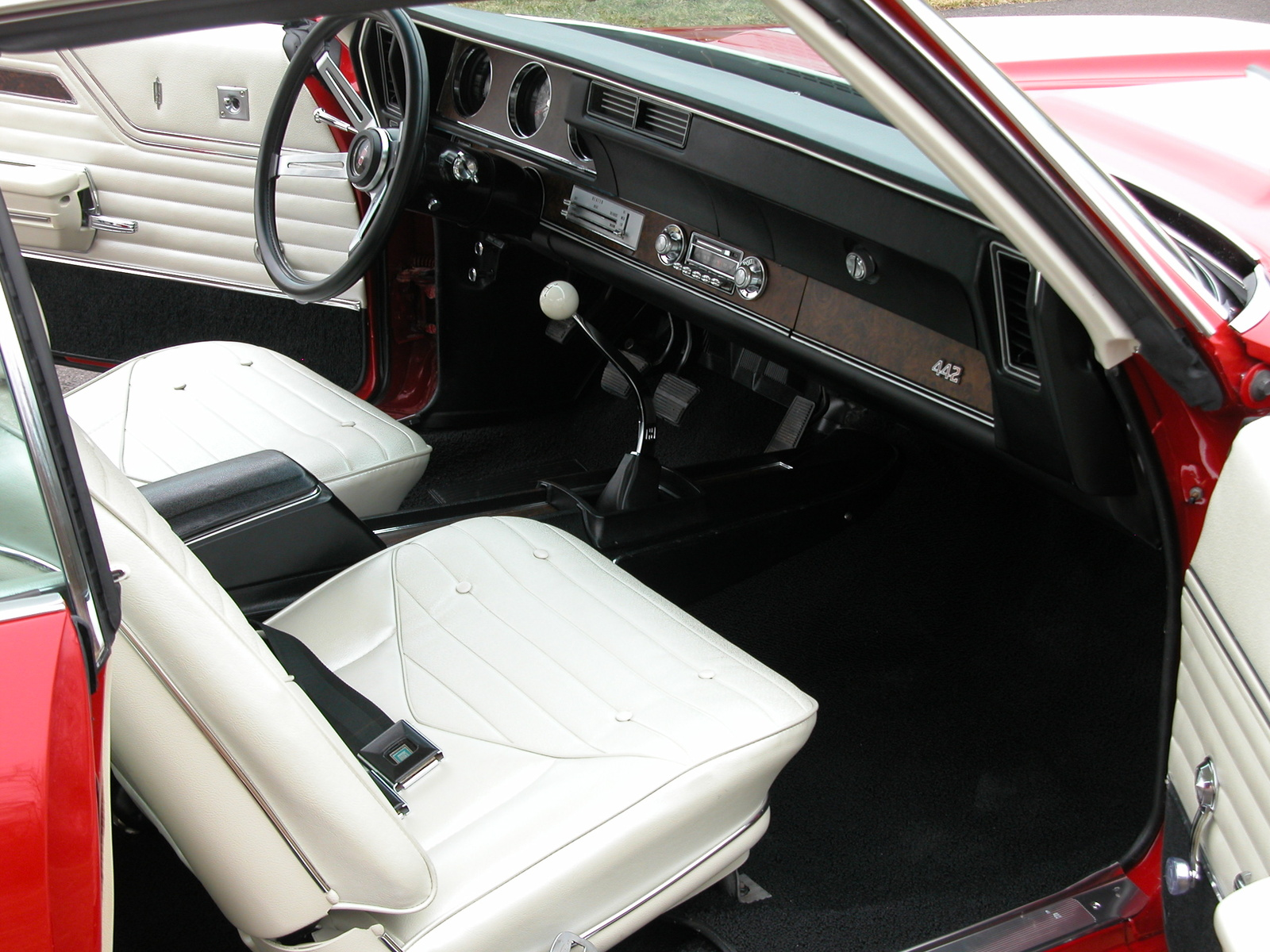 Oldsmobile LSS interior #1