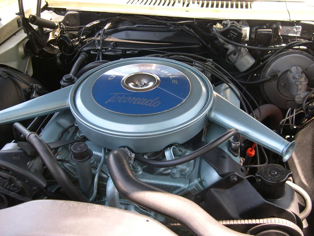 Oldsmobile Toronado engine #1