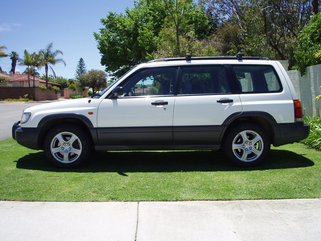 Subaru Forester white #3