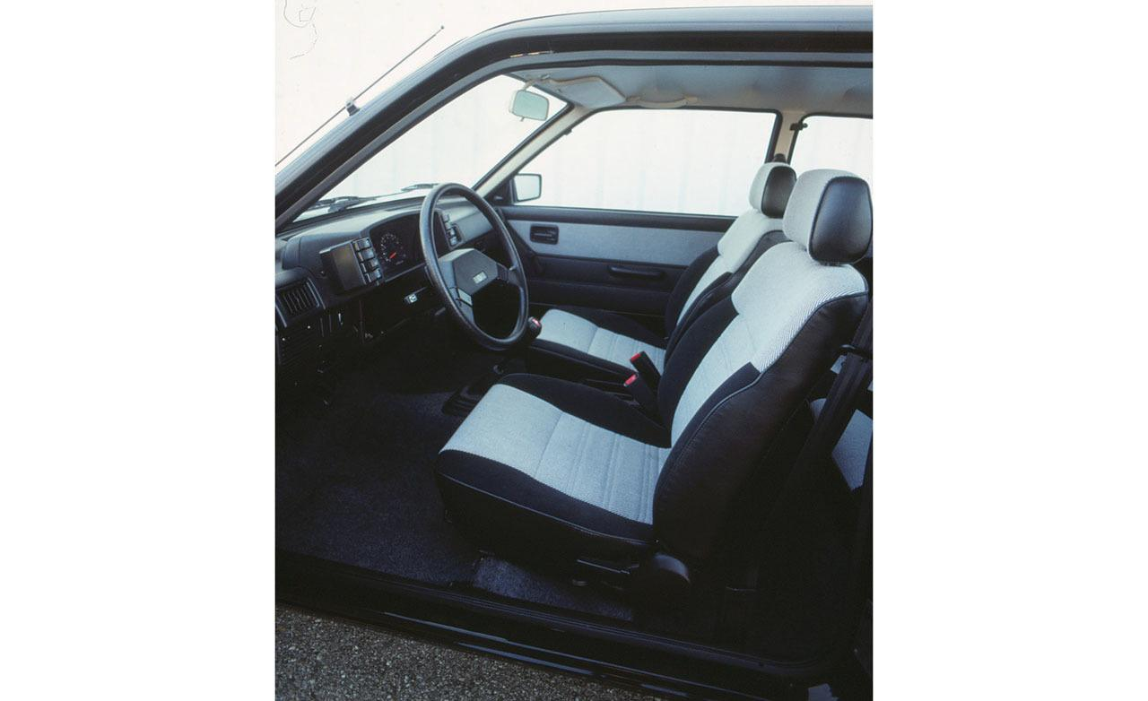Subaru Justy interior #1