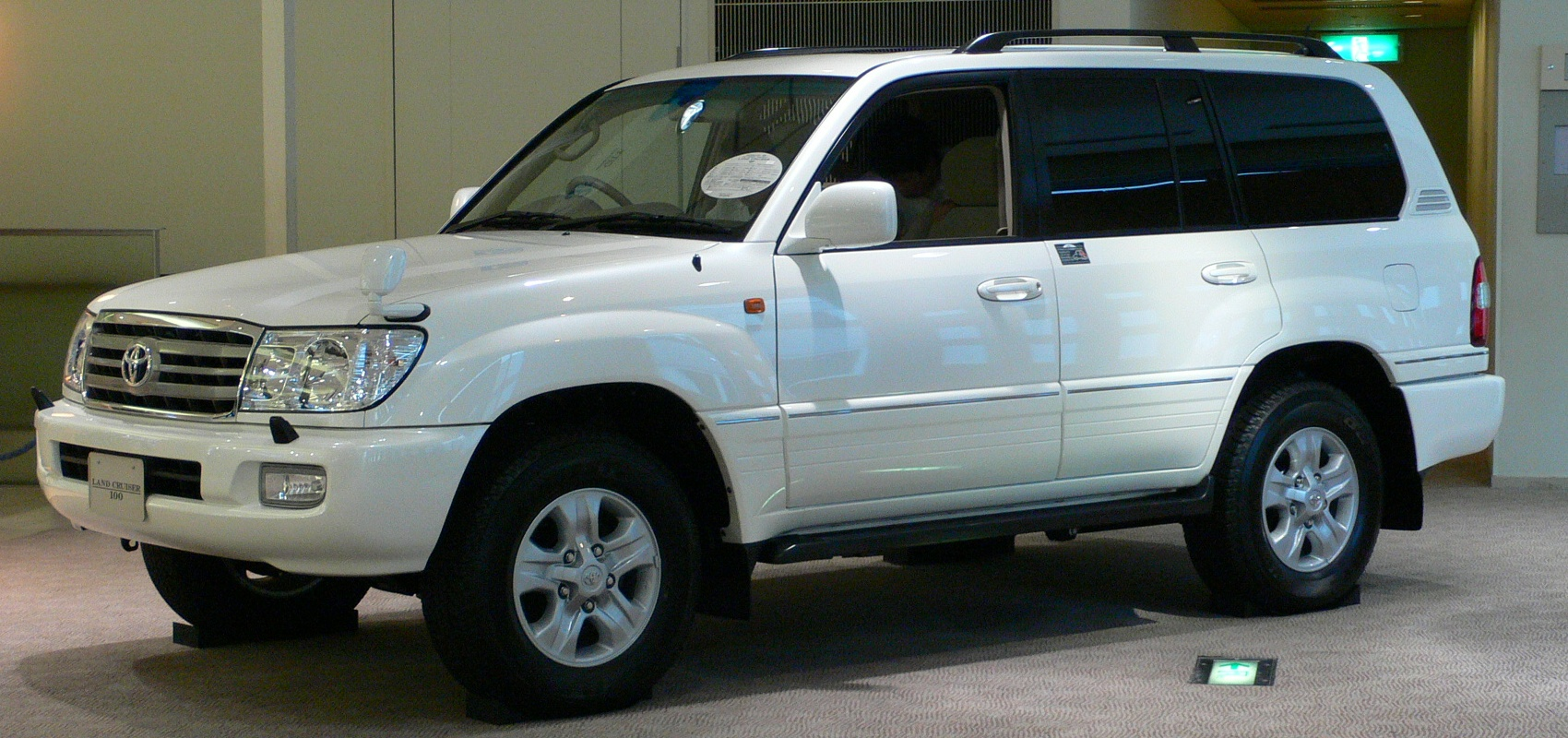 Download 2000 Toyota Land Cruiser White