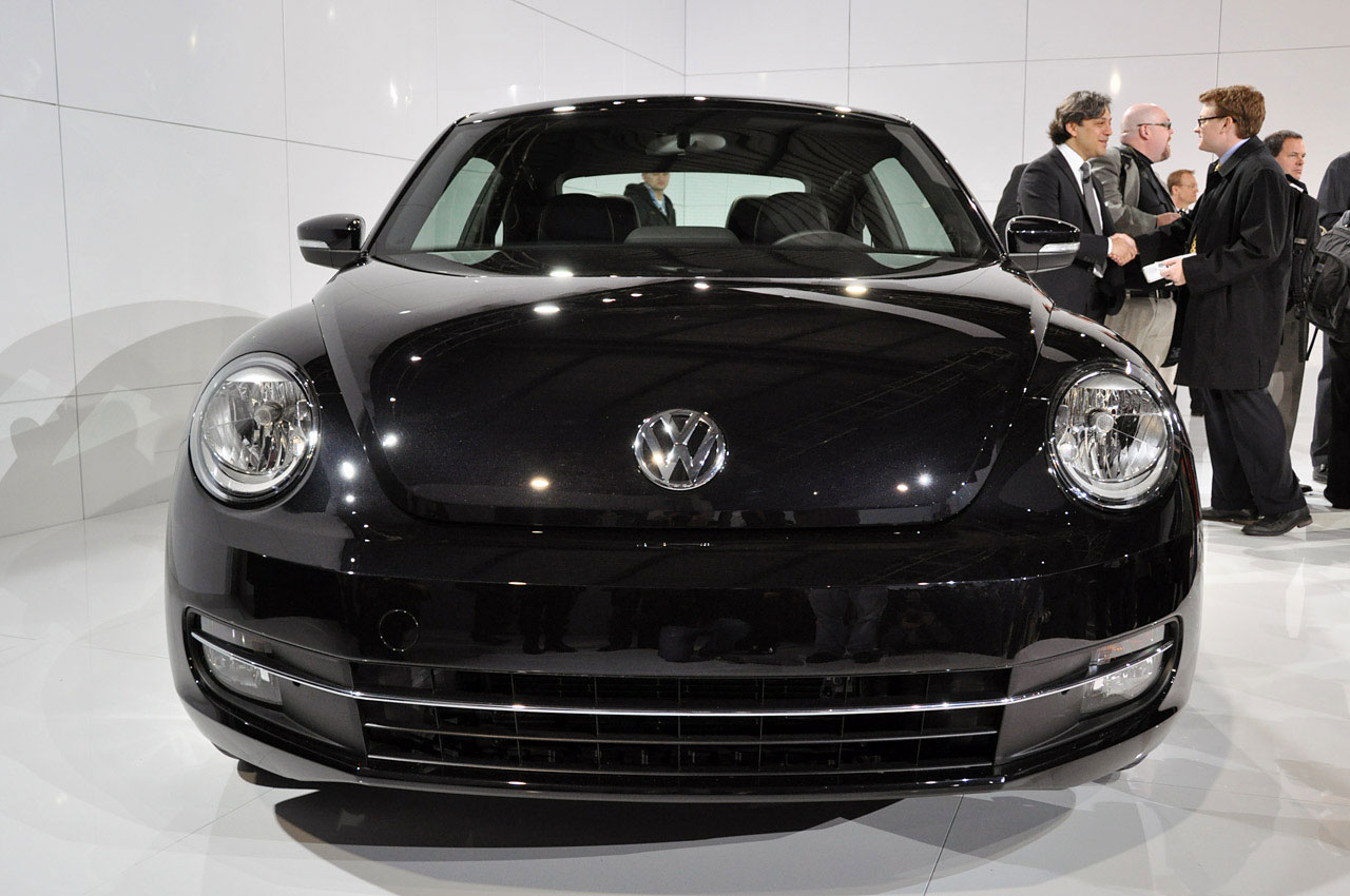 Volkswagen New Beetle black #3