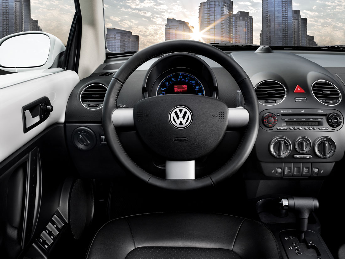 Volkswagen New Beetle interior #4