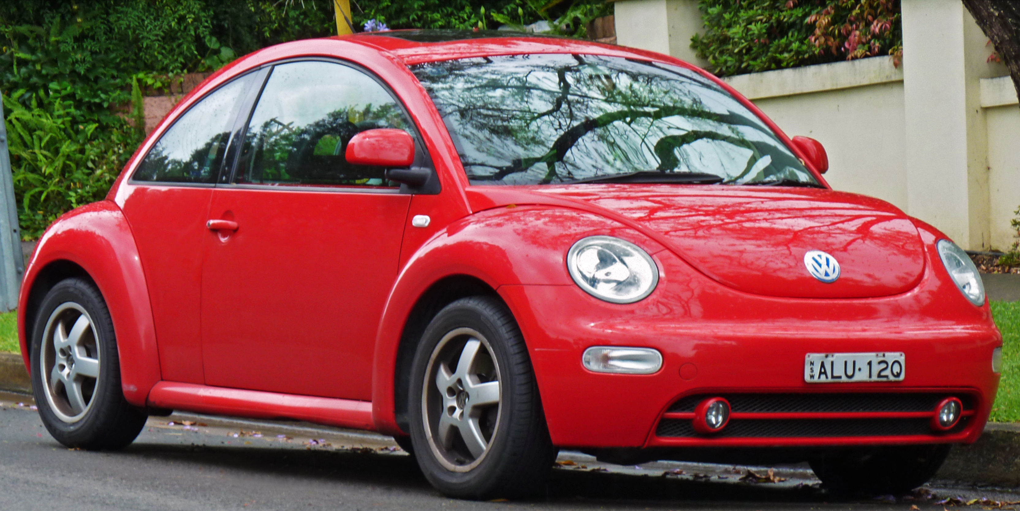 Volkswagen New Beetle red #4