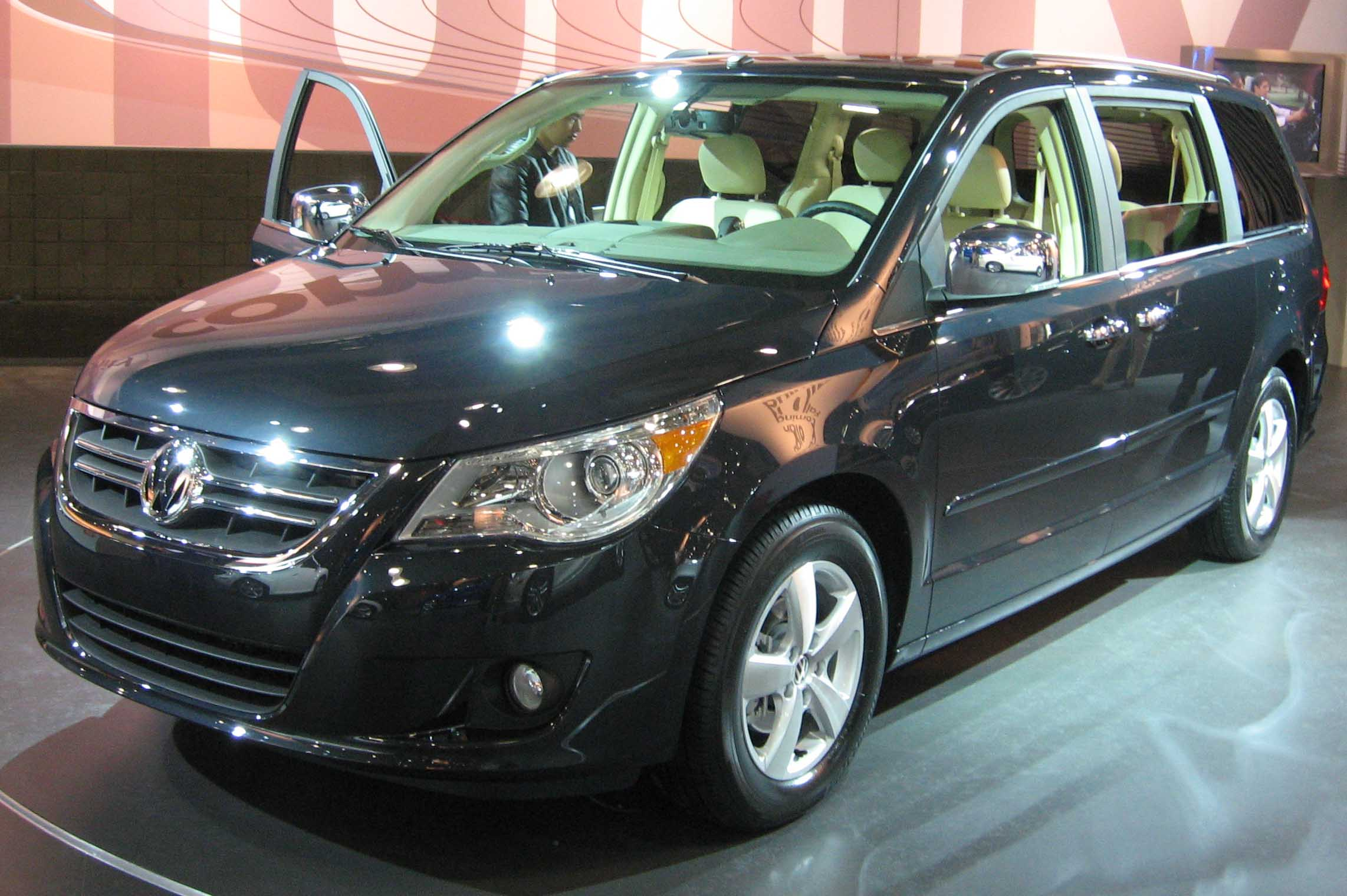 Volkswagen Routan black #2